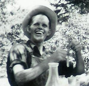 #38=Dad n Mom picnic (1948)