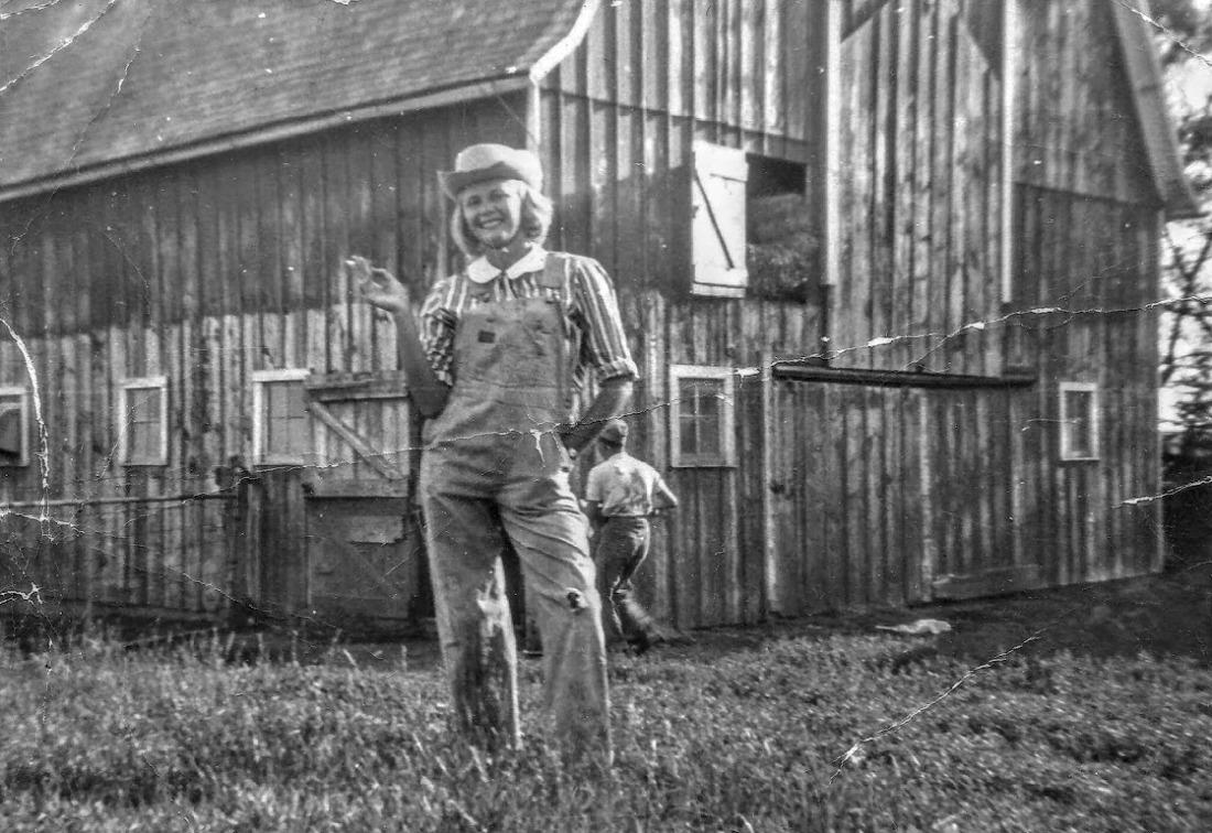 #909 Lillian NE of barn. Lowell behind. 1960