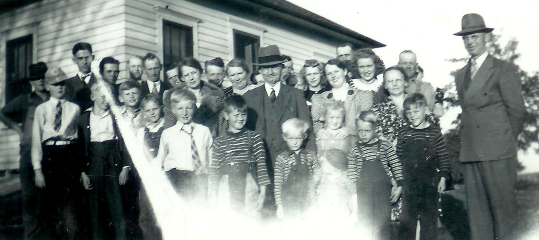 #284=Gr. G. Ole Rogness, G. Amanda's dad, in center, with family reunion