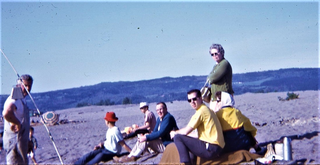 #1000 Family at Woodland Sandbar7.1969
