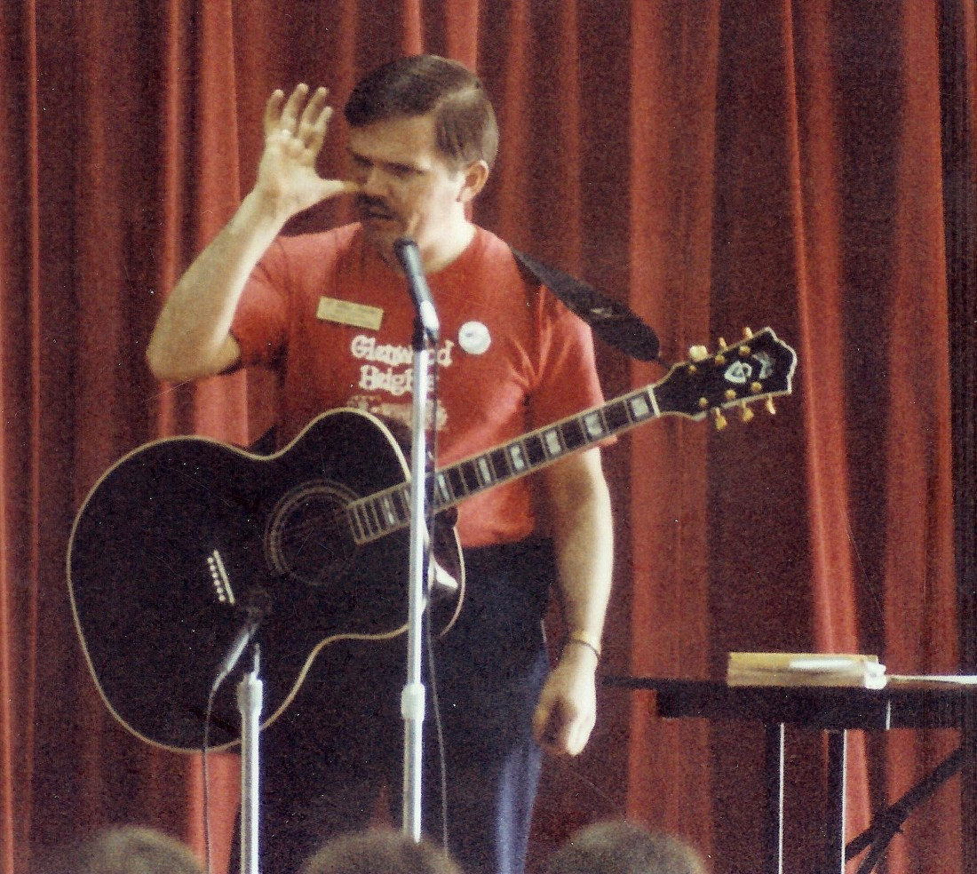 #55=Elliott singing to Glenwood kids (March 1991)