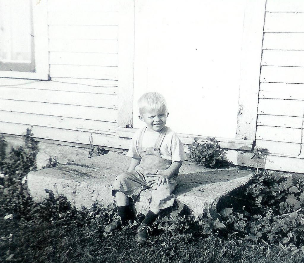 #109=Elliott on front step of Kiester farm; Spring 1958