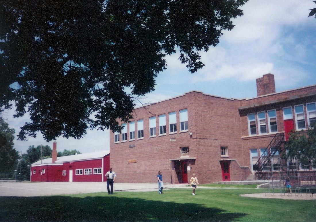 #578=Grade School, Kiester, MN; July 1998