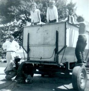 #326=Russ, bro.Erwin,Candi,Steve, Scott, El...dad made frame; circa Aug.1962