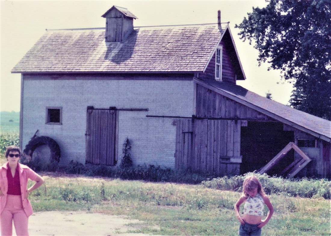 #576=Rosie n Debbie by MN grainery; Summer 1974