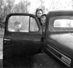 #66=Elliott, Lyle N.&Rosie in '50 Ford pickup,April '60