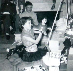 #252=Lowell & Rosie, Uncle Del Sletten's home; Christmas 1954
